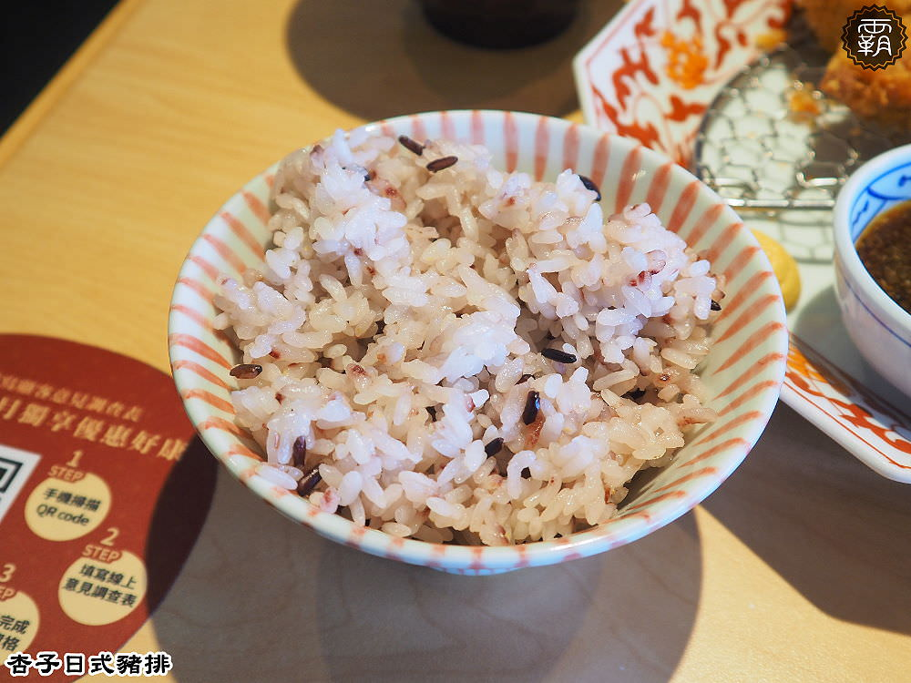 20180126102742 39 - 銀座杏子日式豬排,台中秀泰內的美味炸豬排,看那厚切里肌豬排的厚度,好想大咬一口阿~