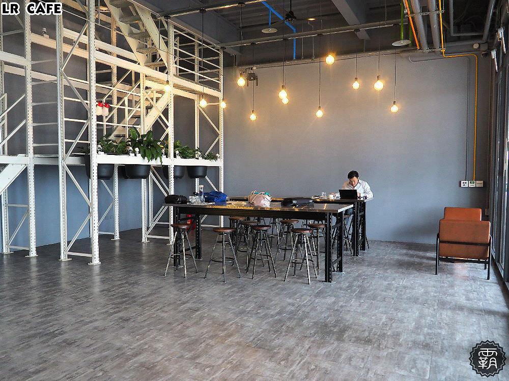 20180327180158 47 - LR cafe,隱身在烏日高鐵站對面的韓風咖啡館,三層樓空間好寬敞~