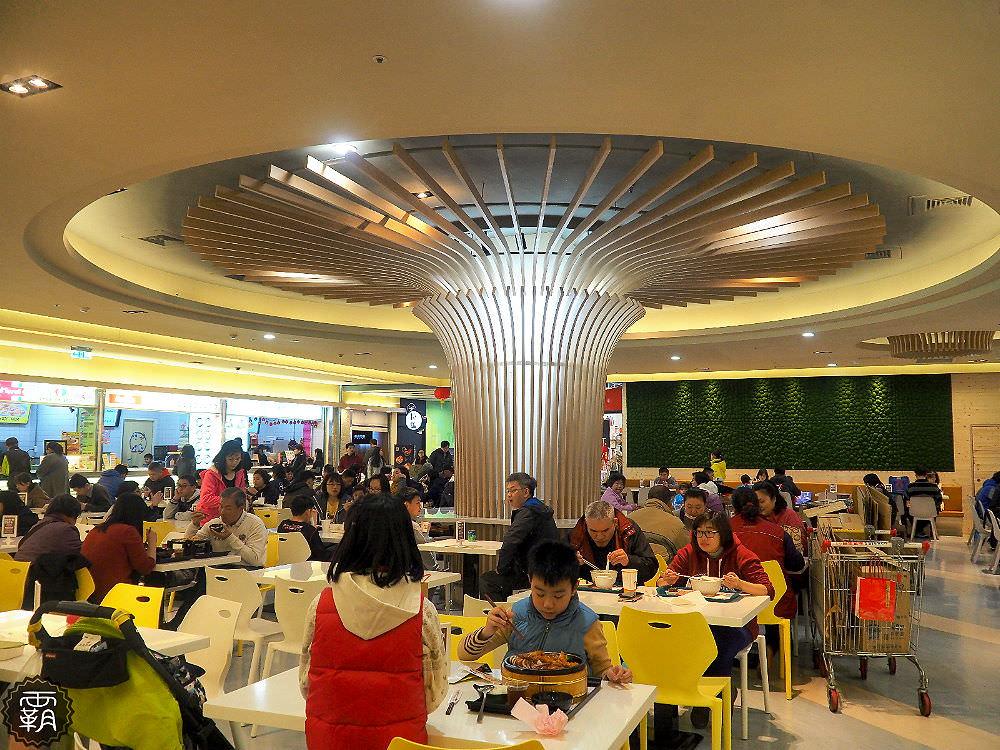 20180629180401 80 - 新時代購物中心美食街全新改版,大樹座位底下好多人乘涼,還有麥當勞、稻村麵包等近20家知名餐飲進駐~