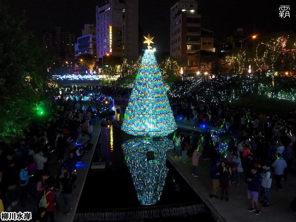 20181207231006 6 - 柳川水岸步道水上聖誕樹亮起來,最水聖誕樹是夢幻七彩顏色~
