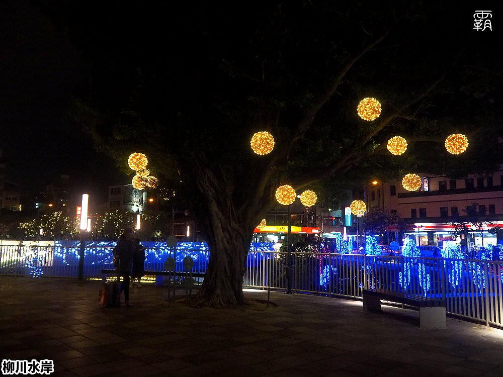 20181207231054 18 - 柳川水岸步道水上聖誕樹亮起來,最水聖誕樹是夢幻七彩顏色~