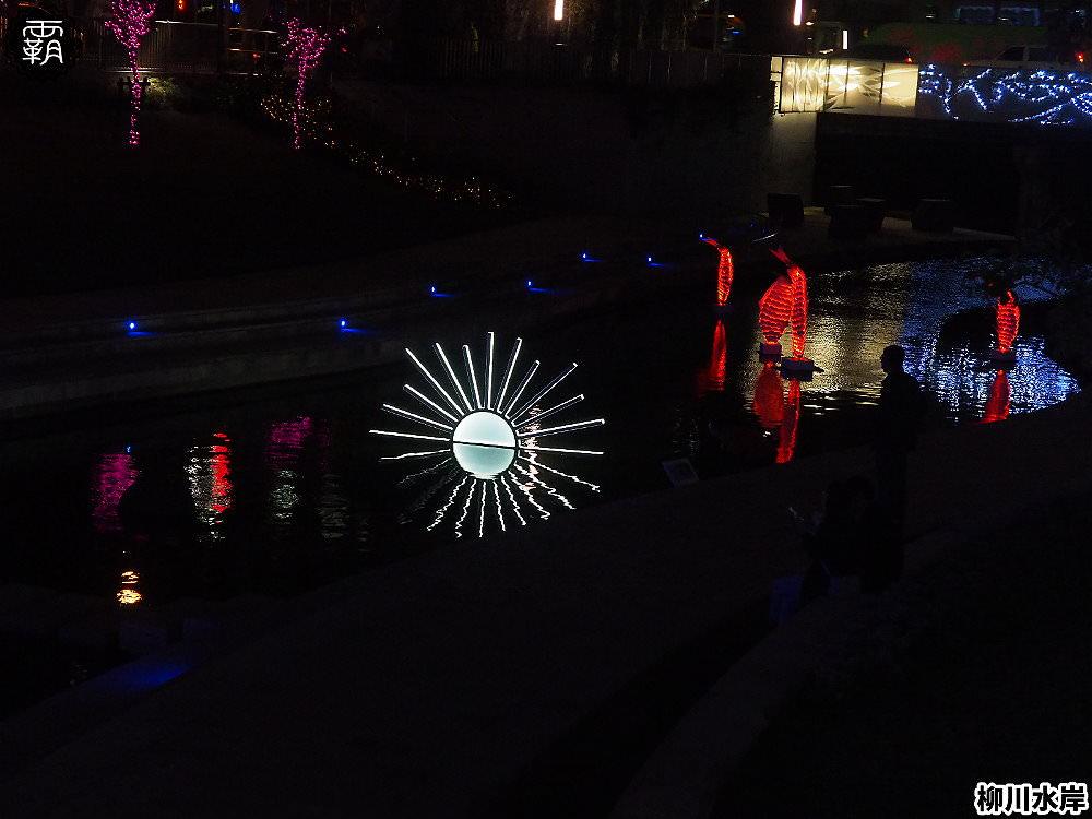 20181207231103 52 - 柳川水岸步道水上聖誕樹亮起來,最水聖誕樹是夢幻七彩顏色~