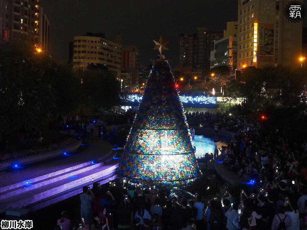 20181207231617 8 - 柳川水岸步道水上聖誕樹亮起來,最水聖誕樹是夢幻七彩顏色~