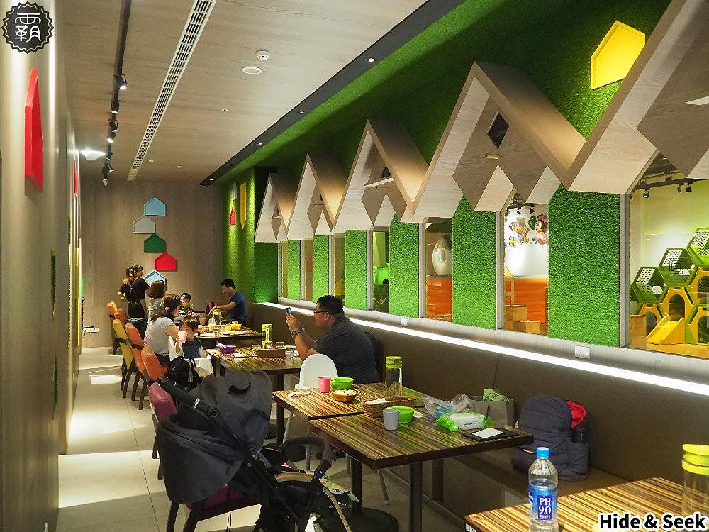 20190918185245 21 - 嘻遊聚親子餐廳,店內草綠色園地有森林風,9月開學季遊戲區兩人同行一人免費~