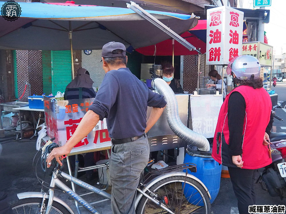 20200226195828 4 - 在地人推薦下午茶美食,臧羅葱油餅,刷上蒜蓉醬鹹甜醬汁真對味!