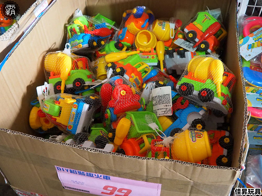 20200329122429 70 - 熱血採訪   台中300坪大型玩具批發清倉4.8折,佳昇玩具百貨衛生紙、義美小泡芙整箱扛著走