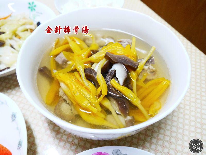 <食譜分享> 金針排骨湯,加入老蘿蔔乾(老菜脯)一起燉讓湯頭多了股甘甜味。(排骨湯/禮好福氣包/台灣源味本舖/老蘿蔔乾/菜脯食譜)